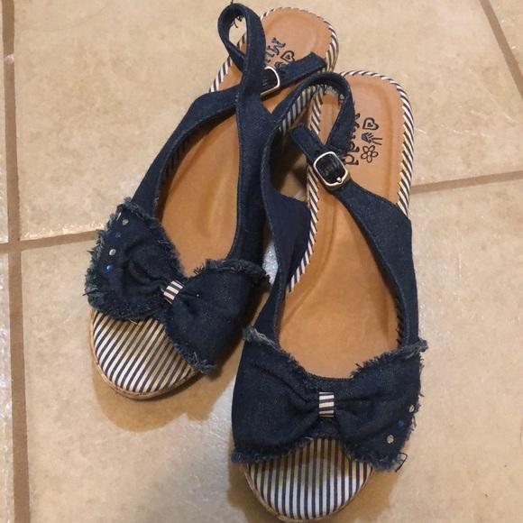 Mudd Sandals size 5
